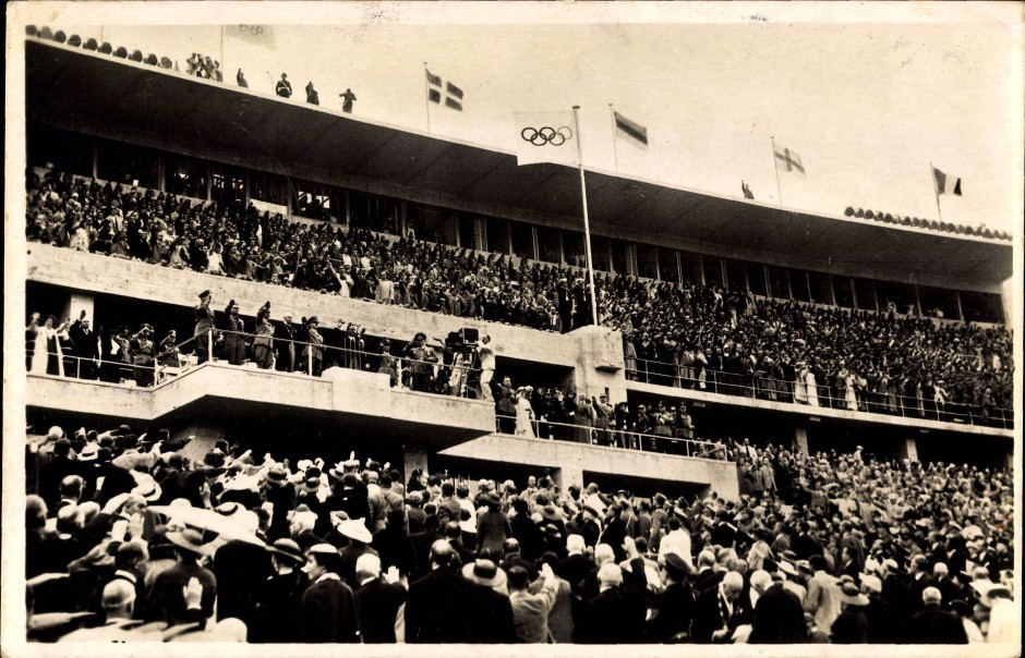 Berlin Olympics during Nazi Germany 1936 ナチス・ドイツのベルリン・オリンピック1936 Leni Riefenstahl at work, close to Adolf Hitler