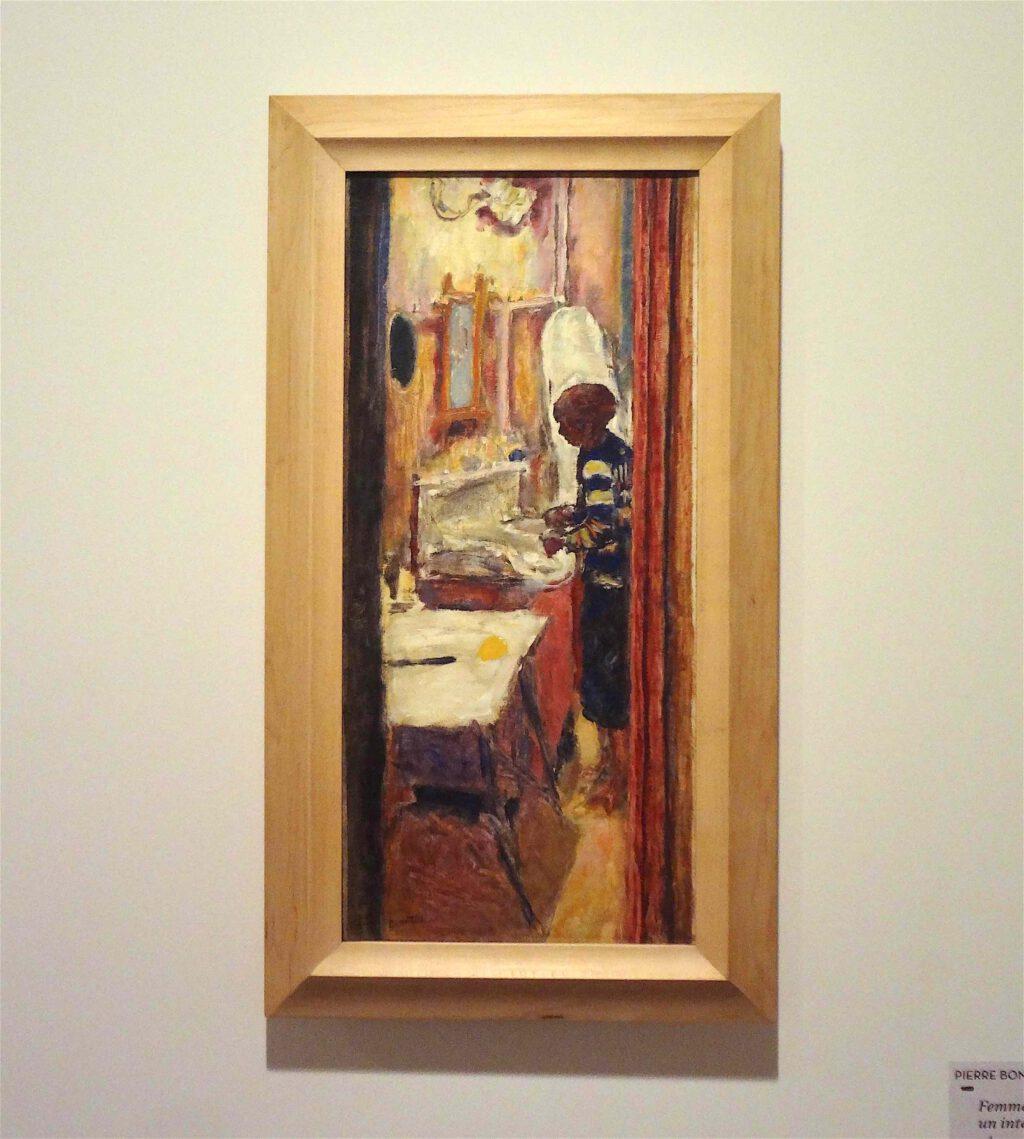 ピエール・ボナール「室内に立つ女性」又は「スーツケース」、no date、ボナール美術館