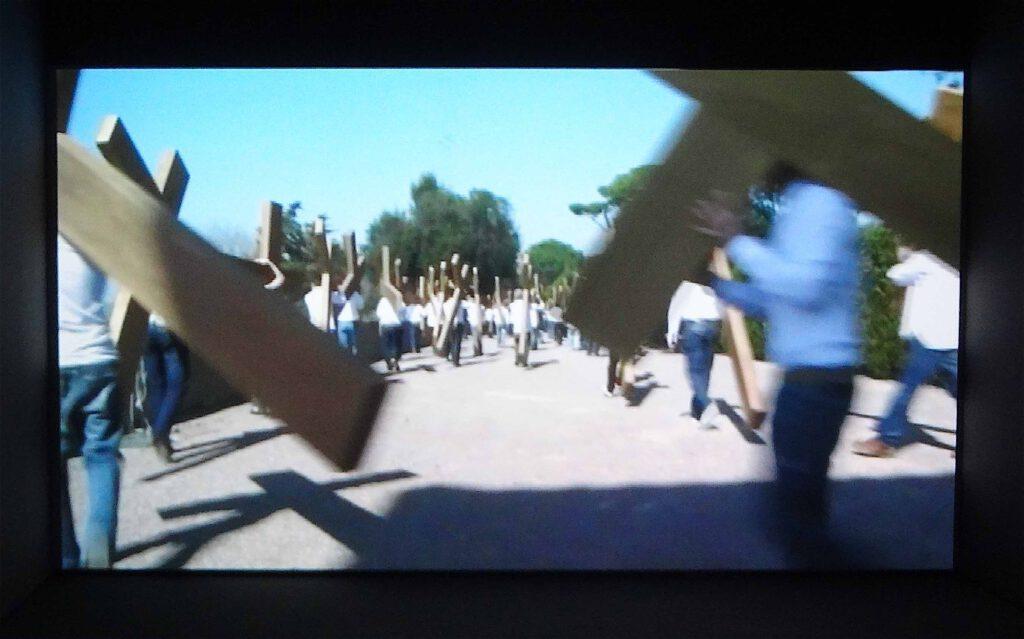 """Adel Abdessemed """"Dio"""" 2010, Video installation"""