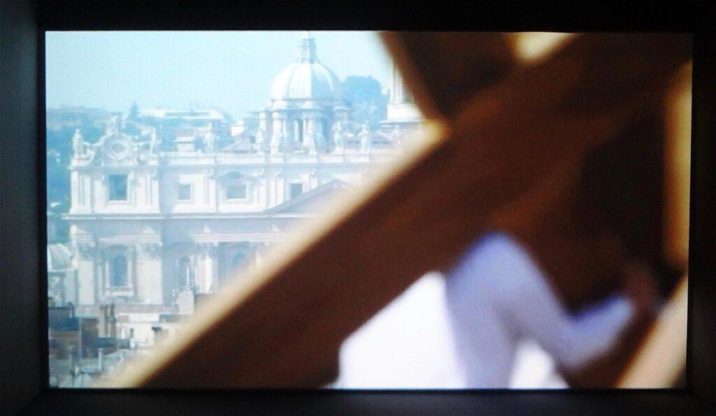 """Adel Abdessemed """"Dio"""" 2010, Video installation 2'37''"""
