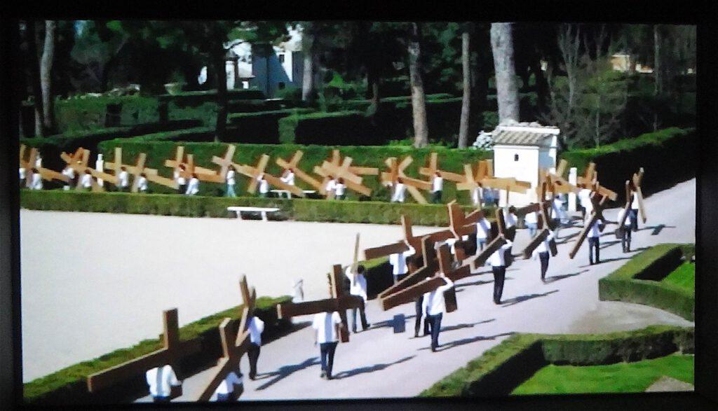 """Adel Abdessemed """"Dio"""" 2010, Video installation 2'37'' (loop)"""