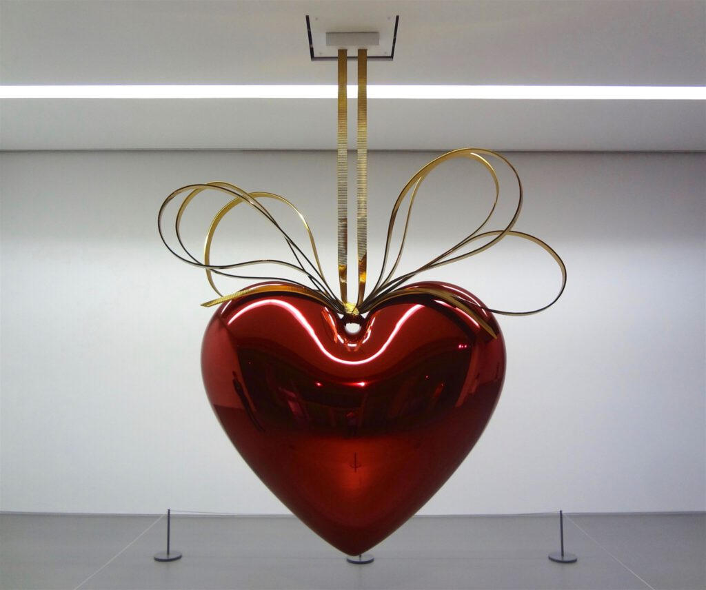 """Jeff Koons """"Hanging Heart (Red:Gold)"""" 1994-2006, Mirror-polished stainless steel with transparent colour coating"""