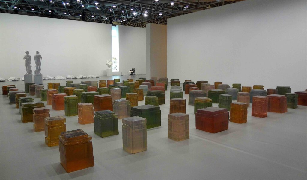 """Rachel Whiteread """"Untitled (One Hundred Spaces)"""" 1995, Resin, 100 elements"""