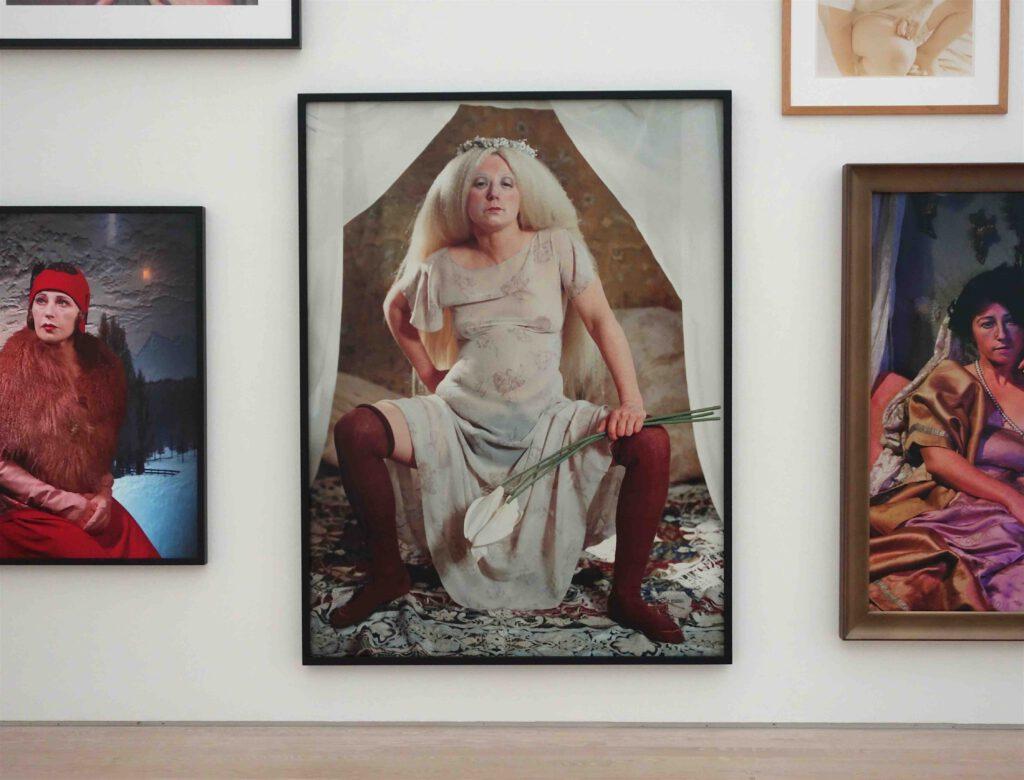 シンディ・シャーマン、展示風景、「無題」作、クロモグラフィー・プリント、1981年〜2016年、部分