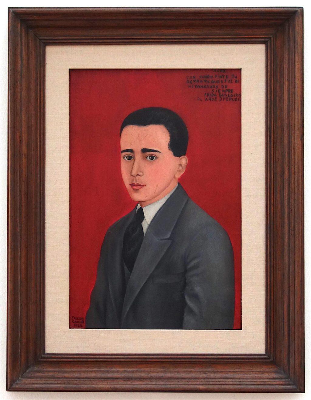 フリーダ・カーロ「アレハンドロ・ゴメス・アリアスの肖像画」 木材に油彩、61.5 x 41 センチ、1928年