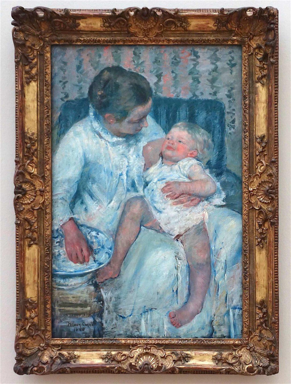 メアリー・カサット「眠っている子供を洗う母親」油絵、100.3 x 65.7 センチ、1880年 (Los Angeles County Museum of Art)