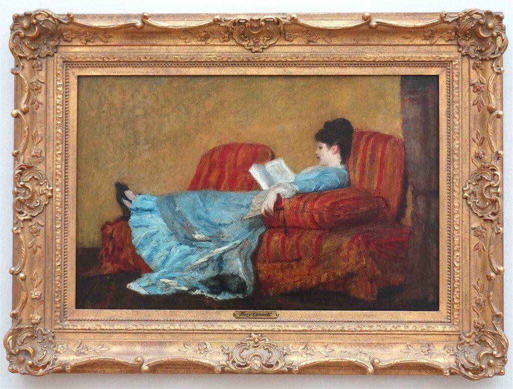 メアリー・カサット「若い女性の読書」油絵、40.3 x 63.2 センチ、1878年 (Diane B. Wilsey Collection)