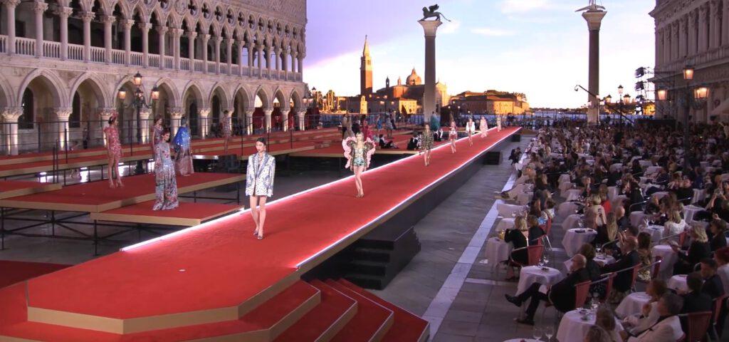 謎めいたヴェネツィアの美しいデカンダンス、D&Gショー