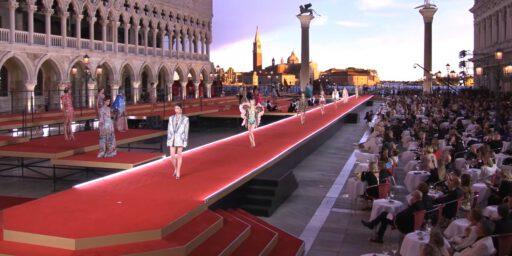 謎めいたヴェネツィアの美しいデカダンス